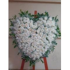 Corazón de Rosas Blancas
